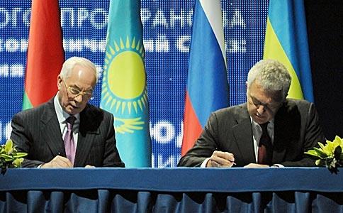Подписание документа. Фото КМУ