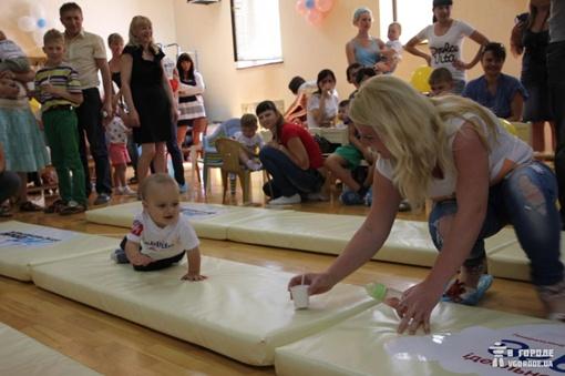 Детей можно было манить вперед игрушками и сладостями. Фото: crimea.vgorode.ua