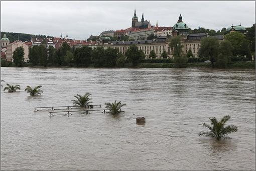 В Чехии проливные дожди вызвали сильные наводнения. Фото: Владимир ПОМОРЦЕВ