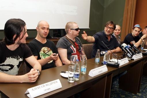 Юрий Юлианович представляет группу: не все знают музыкантов современного состава