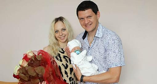 Тарас Михалик с супругой и сыном. Фото fcdynamo.kiev.ua