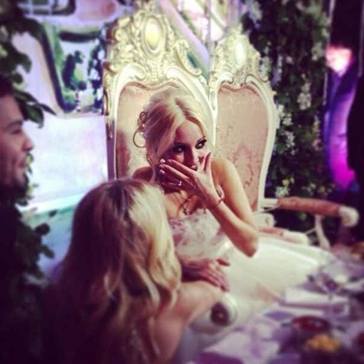 Лера Кудрявцева показала фото со своей свадьбы. Фото: vk.com/leratv_official