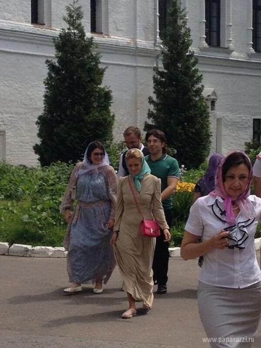 Малахов идет в храм. Фото paparazzi.ru