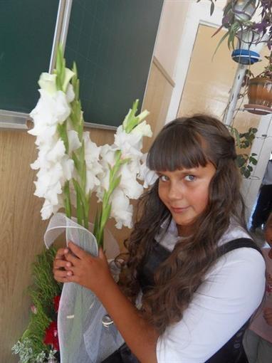 Диана до сих пор не знает, что ее подружка погибла после падения балкона.  Фото: соцсети