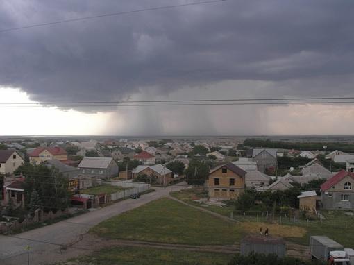 А после стихия растворилась в дождливом небе. Фото: Георгий ДРУЖИНОВИЧ.