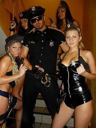 В девушках-стриптизершах недостатка нет, а вот парни в дефиците, сетуют владельцы ночных клубов. Фото: личный архив.
