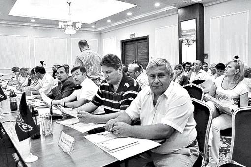 По итогам круглого стола была принята резолюция, в которой содержится ряд рекомендаций: парламенту, Кабмину и Донецкому облсовету. Фото: Константин БУНОВСКИЙ.
