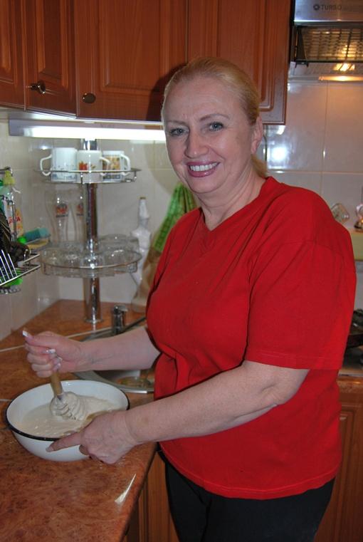 Людмиле Александровне на кухне помогает муж. фото: архив КП