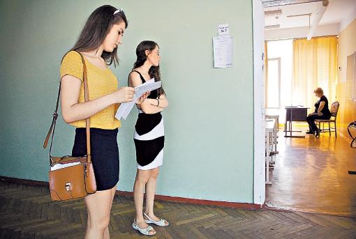 Абитуриенты, которые не пришли по уважительной причине, смогут сдать нужный предмет в июле. Фото: Олег Терещенко.