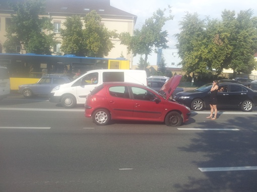 Поврежденная машина. Фото Оксаны Богдановой