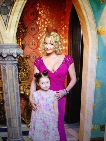 Анастасия ВОЛОЧКОВА с дочкой Аришей. Фото из блога балерины.