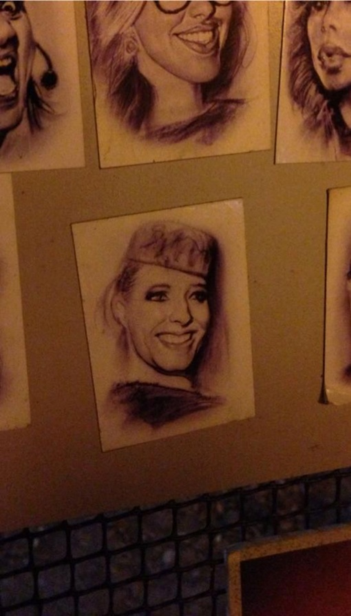 Катя в шляпке и с очаровательной улыбкой может украсить любой дом. Фото Facebook Кати Осадчей.