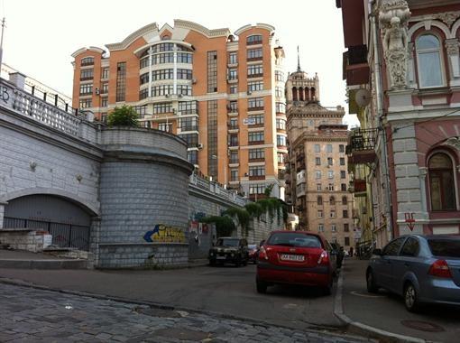 Дом, где произошло убийство - многоэтажка в центре. Фото Александра Федченко