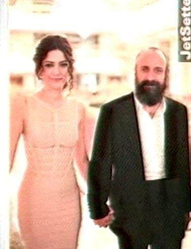 Султан - Халит Эргенч - со свеой женой. Фото: кадр из телепередачи.