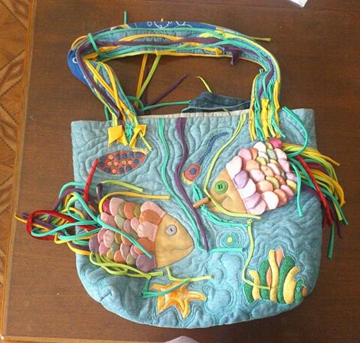 Такую сумку на столичном Андреевском спуске можно купить за 500 грн.