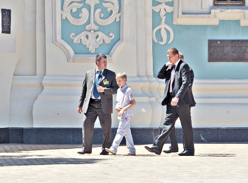 Сын президента Беларуси побывал на экскурсии в