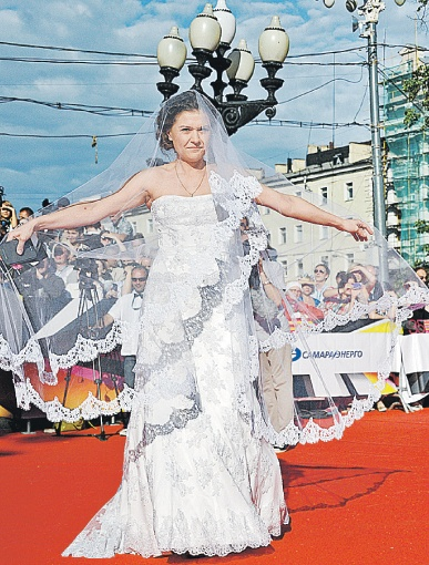 Самым странным нарядом красной дорожки стало платье актрисы Марии Голубкиной в стиле