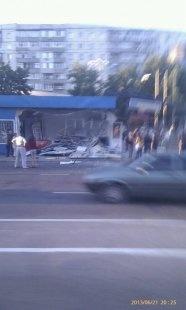 Первое фото с места аварии. Остановка разрушена. Фото с сайта dancor.sumy.ua.