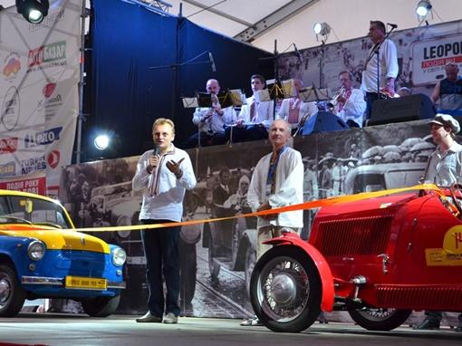 Андрей Садовой считает, что такие фестивали очень к лицу старинному Львову. Фото: пресс-служба мэра Львова