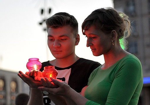 Вспомнить о погибших в Великой Отечественной войне на митинги пришли молодые люди. Фото: partyofregions.ua.