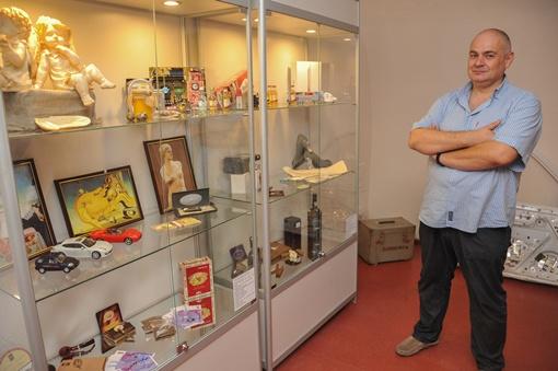 Директор музея Александр Отдельнов создавал экспозицию вместе с родственниками.. Фото: Максим Войтенко