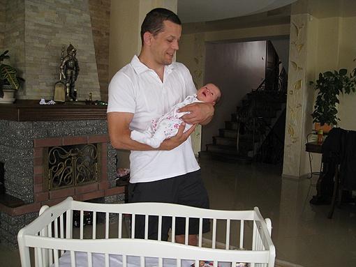 Андрей готов завершить карьеру, чтобы сосредоточиться на воспитании новорожденной дочки. Фото: автор.