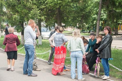 Жители села обсуждают случившееся. Автор фото - Максим Войтенко
