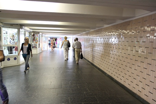 Цветы, бижутерию и одежду в подземке скоро не купить. Фото: пресс-служба метрополитена