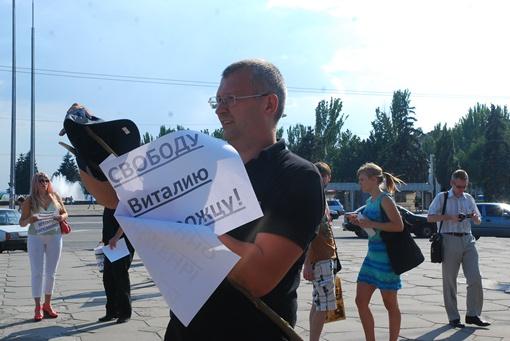 Запорожцы требовали убрать из рядов милиции нерадивых сотрудников. Фото: Роман Коржук.