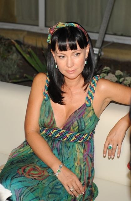 Актриса пришла на вечеринку в украшениях, подаренных мужем Александром Нестеровым. Нонна признается, что он часто дарит ей самые лучшие камни. Фото Ольга Покровская.