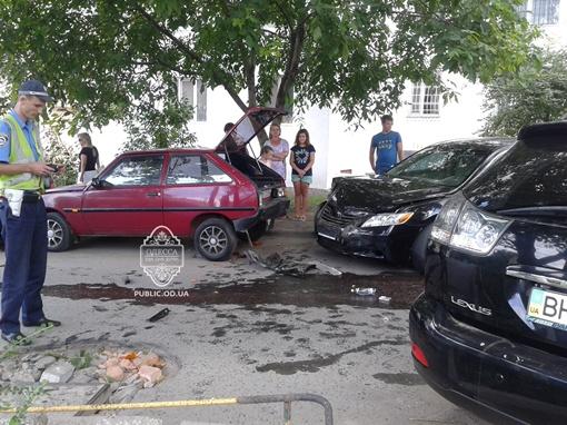 В салоне виновника ДТП находилась его жена и маленькая дочь. Фото: vk.com/taki_da_odessa