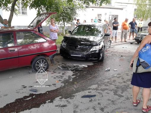 Водитель Lexus был пьян, что еще усиливало возмущение и негодование людей. Фото: vk.com/taki_da_odessa
