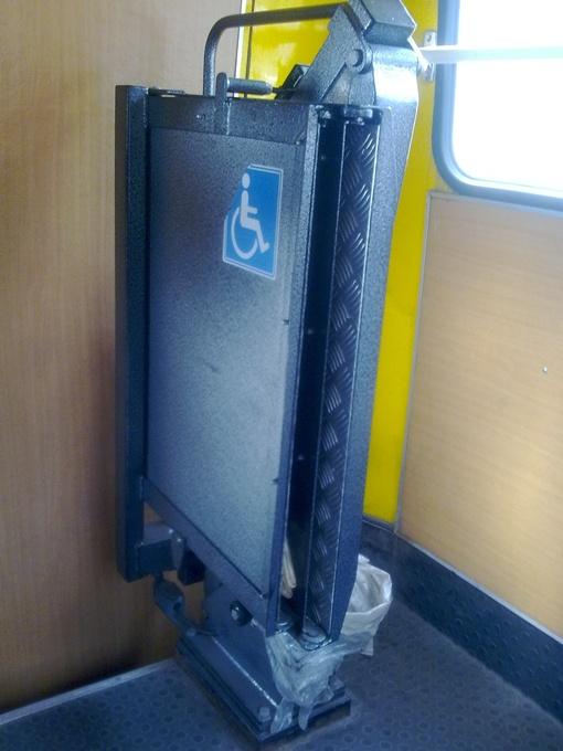 Подъемник для инвалидных колясок установили в одной из киевских маршруток 219.