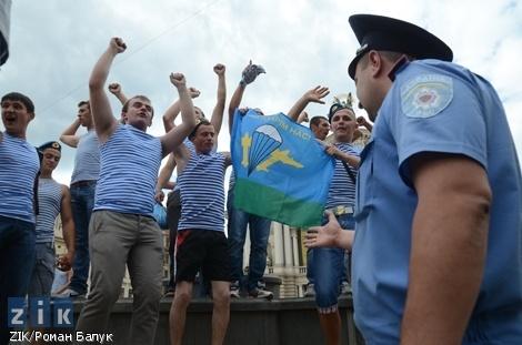 Требования десантников не удовлетворили - праздник не удался. Фото ZIK/Роман Балук.