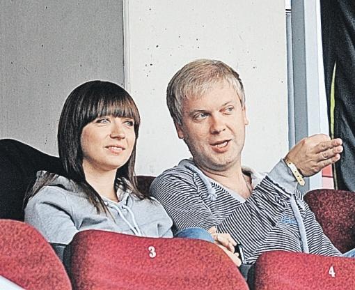 Сергей с новой женой Антониной, которая раньше работала в крупной сети кинотеатров, а теперь помогает мужу с продвижением фильмов. Фото: PHOTOXPRESS.