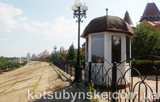 Рядом с киевским особняком Мельника есть выход к Днепру. Фото сайта