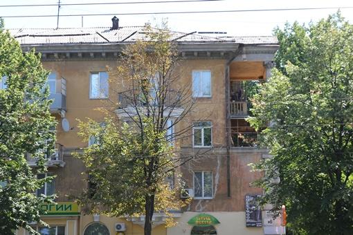 Пострадавшие считают, что стреляли из этого дома, где, по словам жильцов, живет  какой-то псих. Фото: автор.