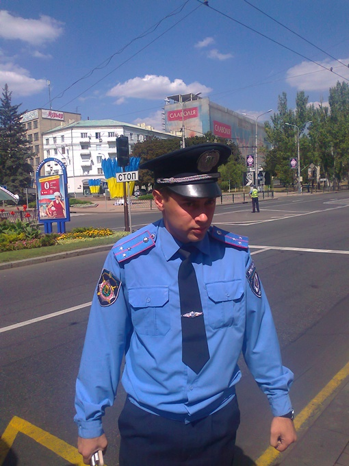 Старший лейтенант представляться отказался. Фото Владимира ДЕРКАЧА