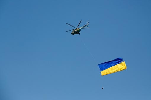 Знамя-рекордсмен на Галичину доставили из Крыма. Фото пресс-служба ЛОГА.