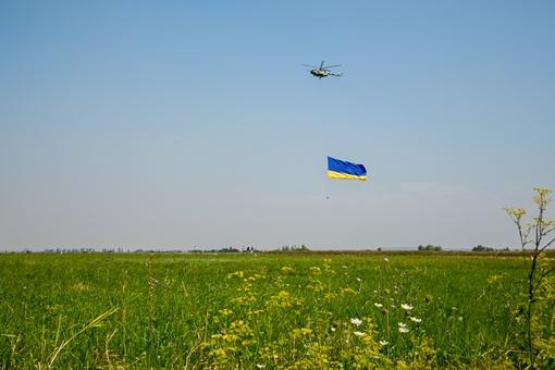 Символ Украины взмыл в небо в День государственного флага. Фото пресс-служба ЛОГА.