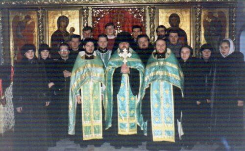 Андрей Калинин со священослужителями после братского молебна. Фото: spmu.narod.ru
