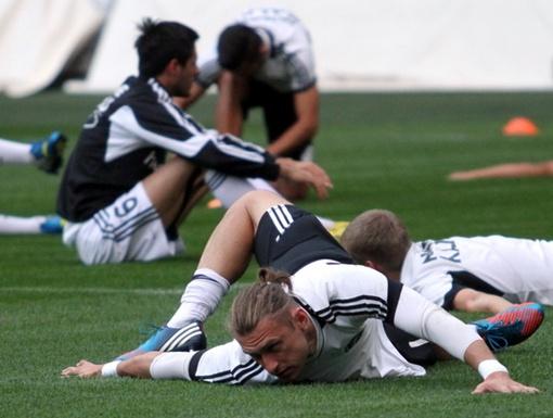 Многое умеют на поле футболисты