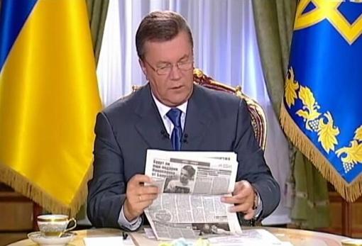 Виктор Янукович пришел на интервью, взяв с собой свежий номер