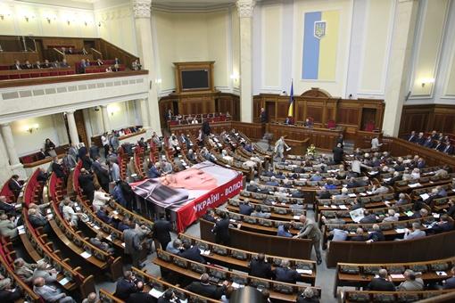 Хор имени Веревки всегда открывает и закрывает сессию, исполняя гимн Украины. Фото Олега Терещенко