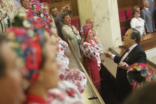 Молитва в парламенте звучит давно. Во время открытия и закрытия сессии ее исполняет хор имени Веревки. Фото Олега Терещенко