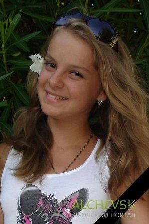 В Украине, на Луганщине, похоронили 14-летнюю девочку убитую в первый день учебного года