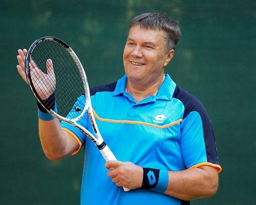Президент играет в теннис очень часто.