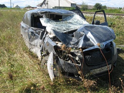 В Ивано-Франковской области машина врезалась в электричку
