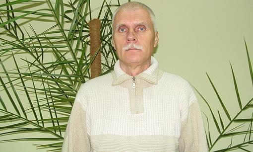 Владимир Чумаков всю жизнь посвятил науке и не ожидал, что одно научное пособие поставит под вопрос всю его карьеру. Фото: Надежда ШОСТАК.