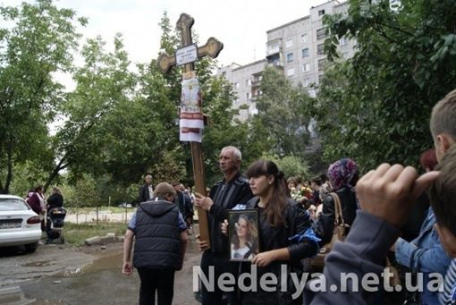 Люду Березину похоронили родители и одноклассники в первую учебную неделю.